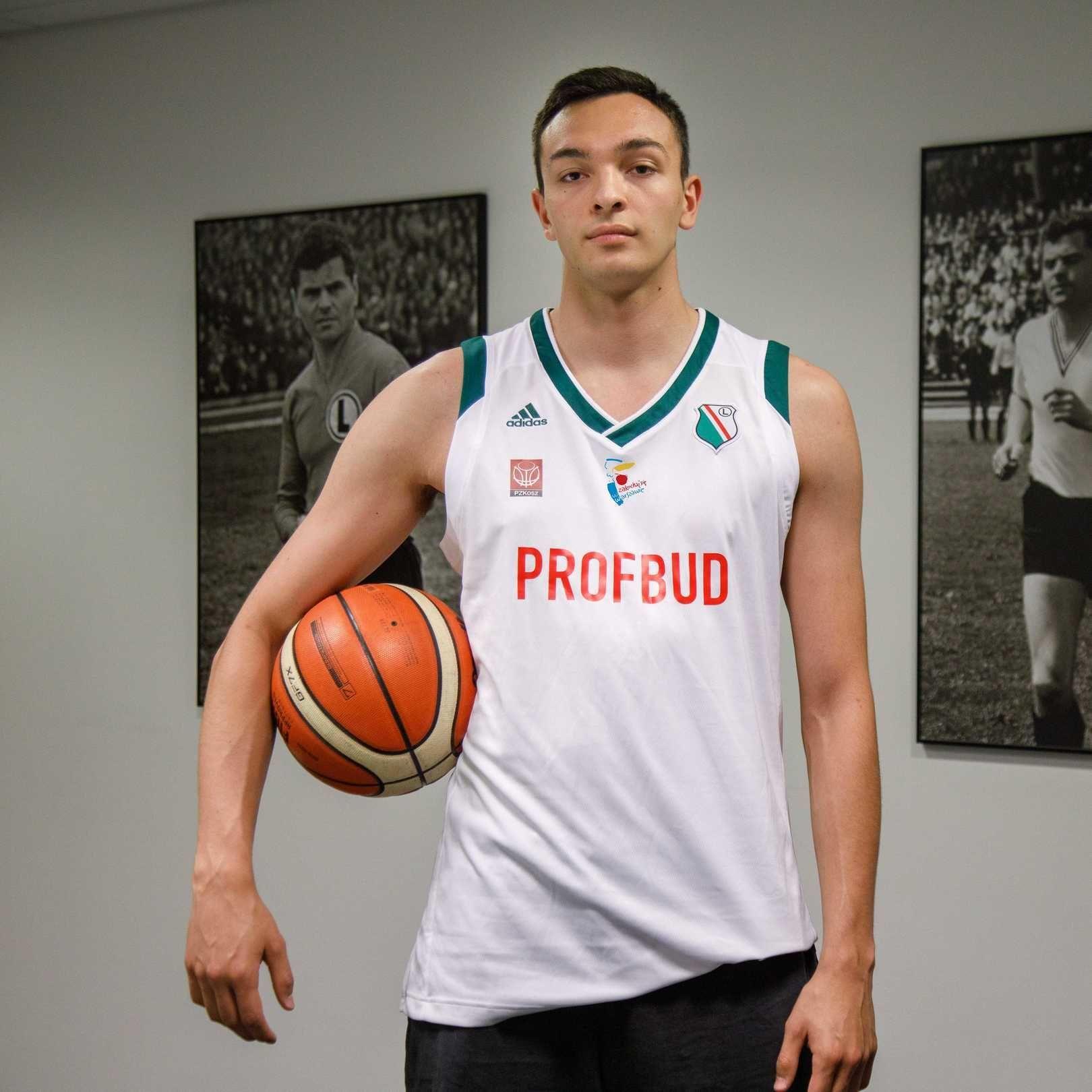 Koszykówka: Benjamin Didier-Urbaniak wraca do Warszawy